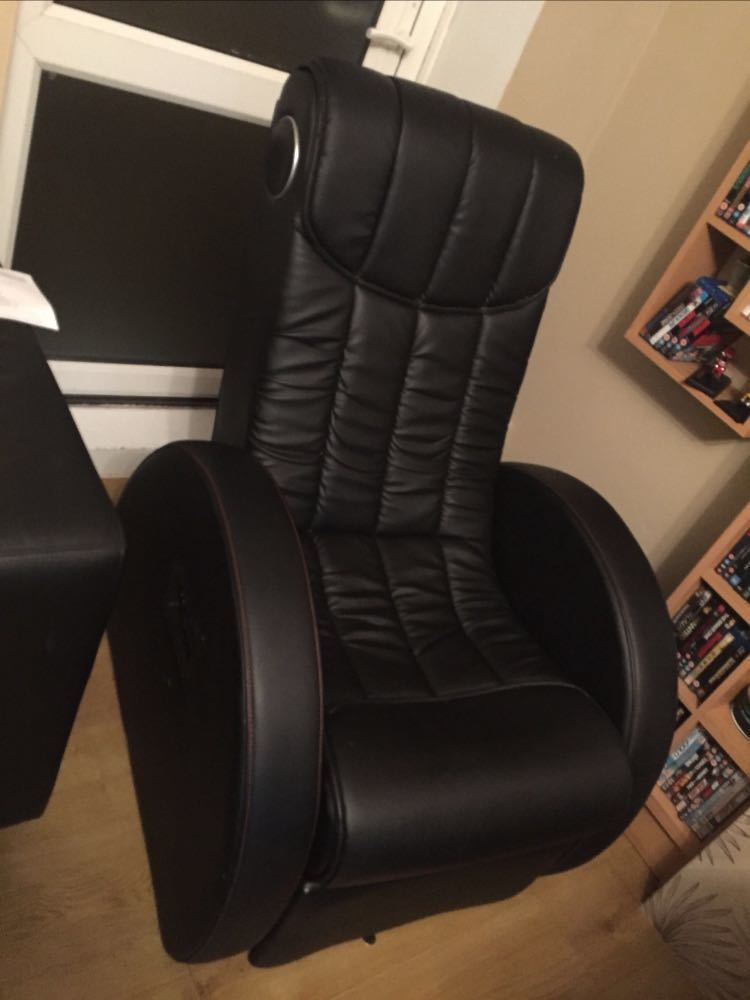 BLack leather GAMING chair new in london