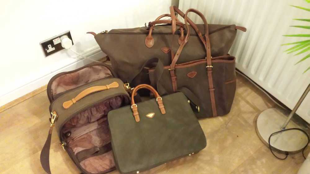 Jump uppsala luggage set in london
