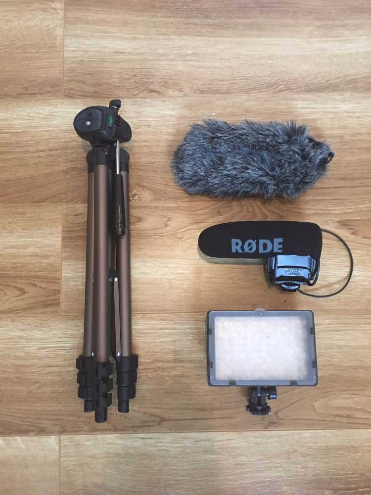 Mobile DSLR Video kit (Tripod + Rode VideoMic Pro + Light) in london
