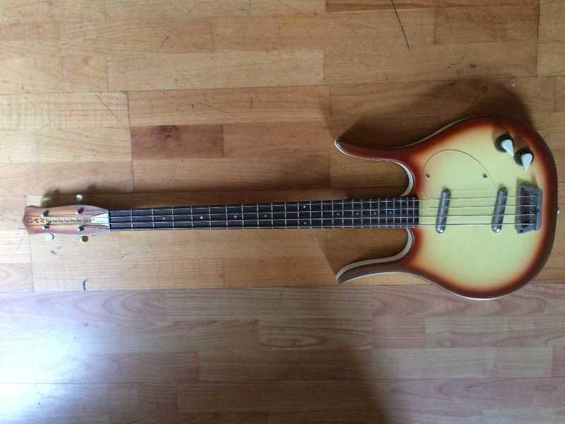 danelectro-longhorn-bass-58-78318602.jpg