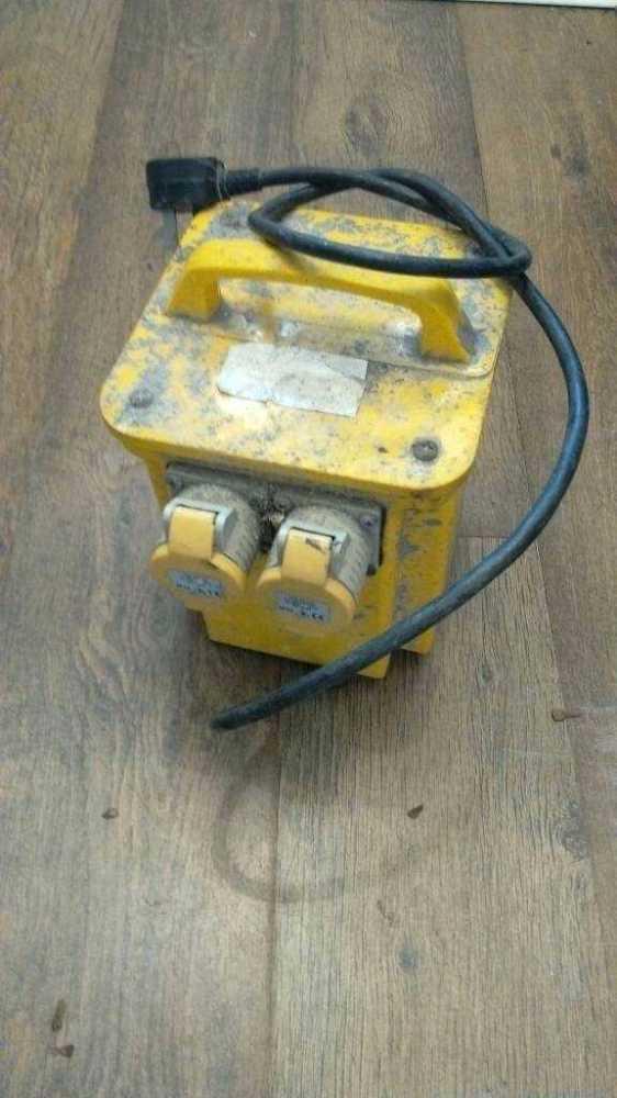 110 transformer-67436700.jpg