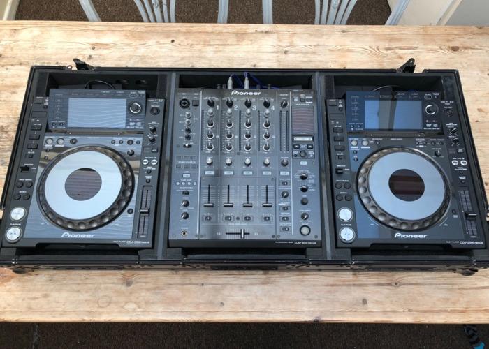 2x pioneer-cdj-2000nxs--1x-djm-900nxs-15968430.jpeg