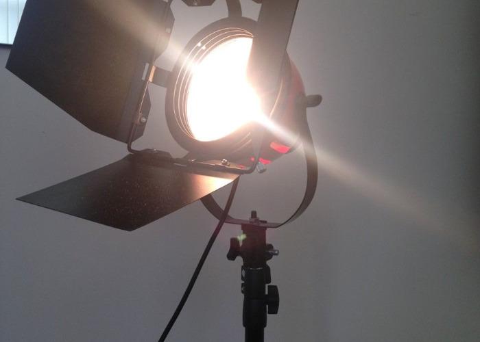 800w redhead-lighting-kit-83269003.jpeg