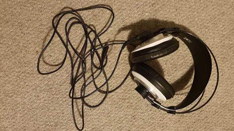 akg m220-studio-headphones-open-back-51790210.jpg