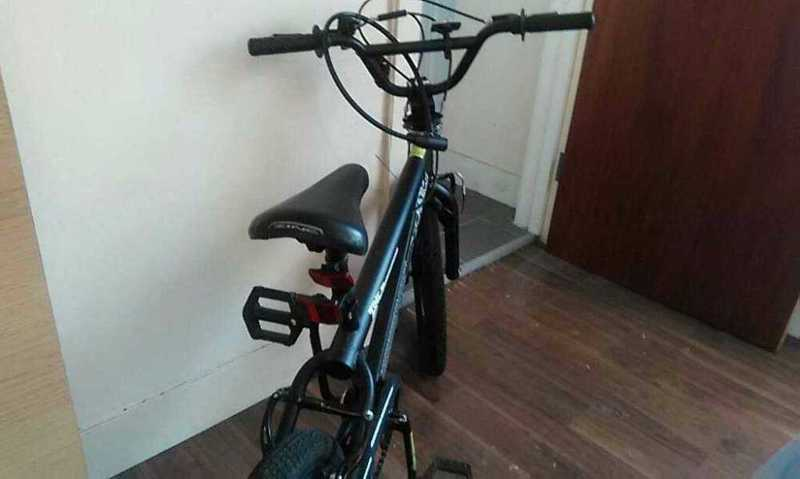 black bicycle-76318616.jpg