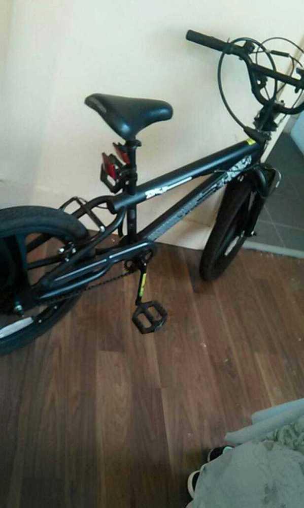 black bicycle-87933495.jpg