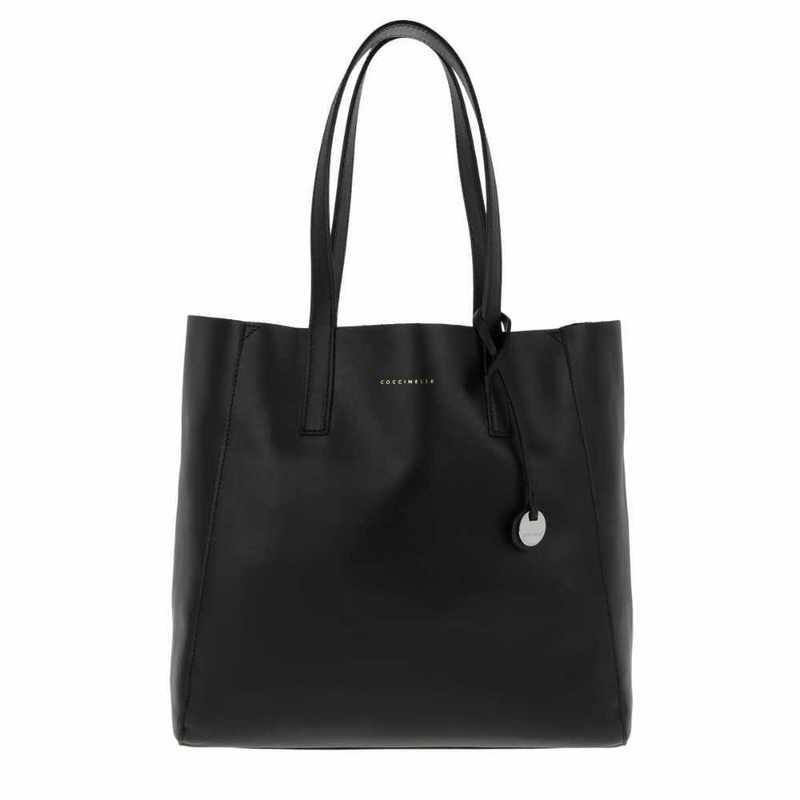 black leather-bag-16119700.jpg