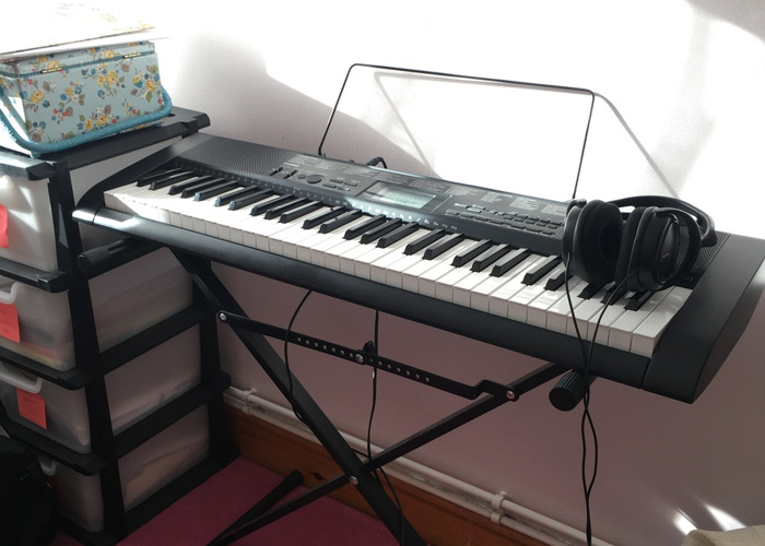 casio ctk1150-keyboard-with-stand-and-headphones--88396453.JPG