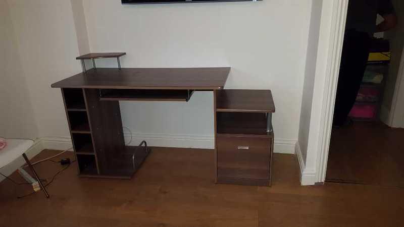 computer table-68639046.jpg