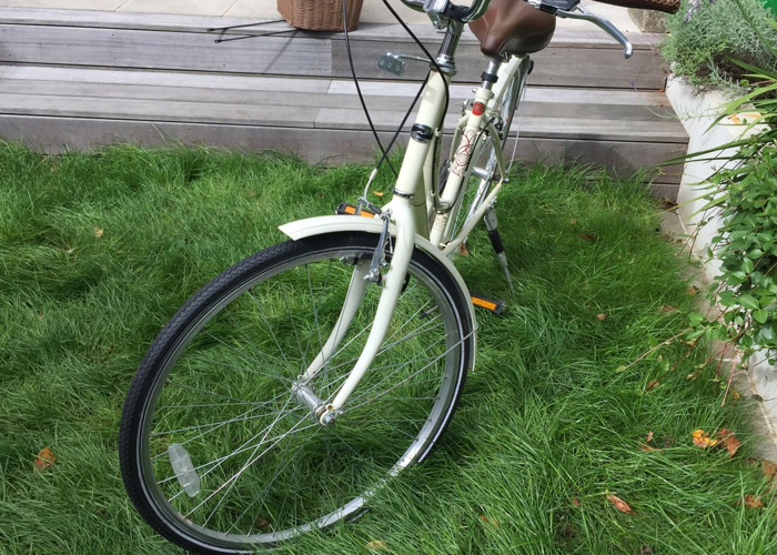 dawes duchess-ladies-bike-in-cream-vintageretro-style-05203427.JPG