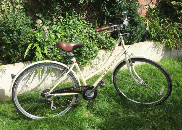 dawes duchess-ladies-bike-in-cream-vintageretro-style-38311855.JPG