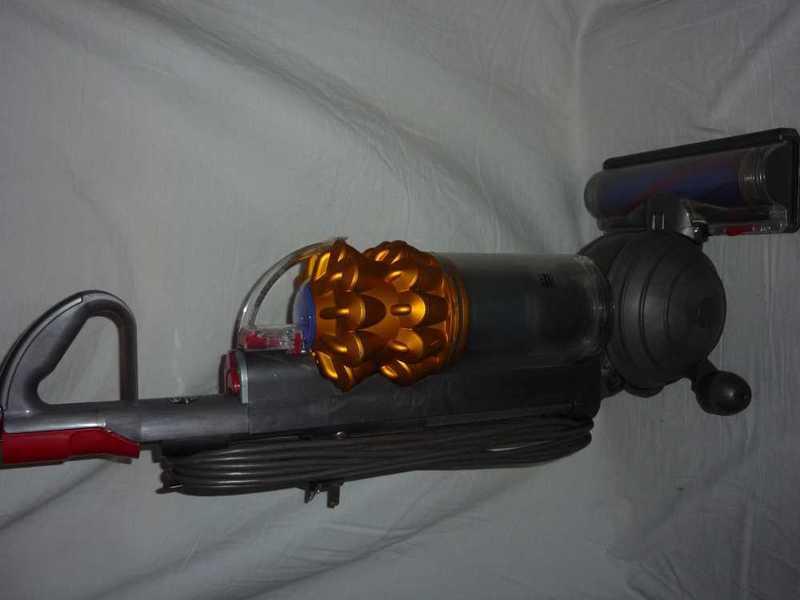 dyson hoover-59578037.jpg