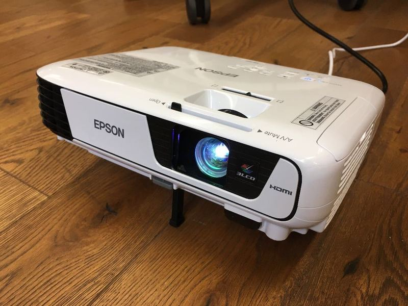 epson eb s41 office projector 3300 lumens white. Black Bedroom Furniture Sets. Home Design Ideas