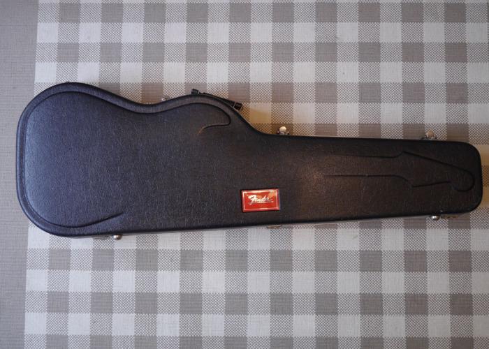 fender moulded-hard-guitar-case-26549826.JPG