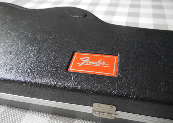 fender moulded-hard-guitar-case-94190612.JPG