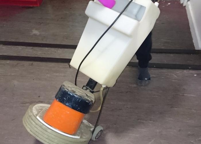 floor polisher-buffer--58219518.JPG