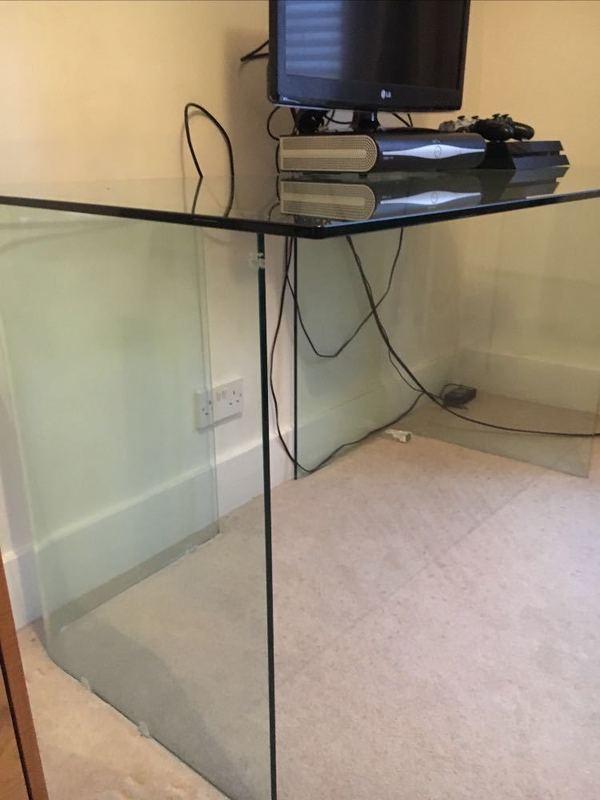 glass desk--49036457.jpg