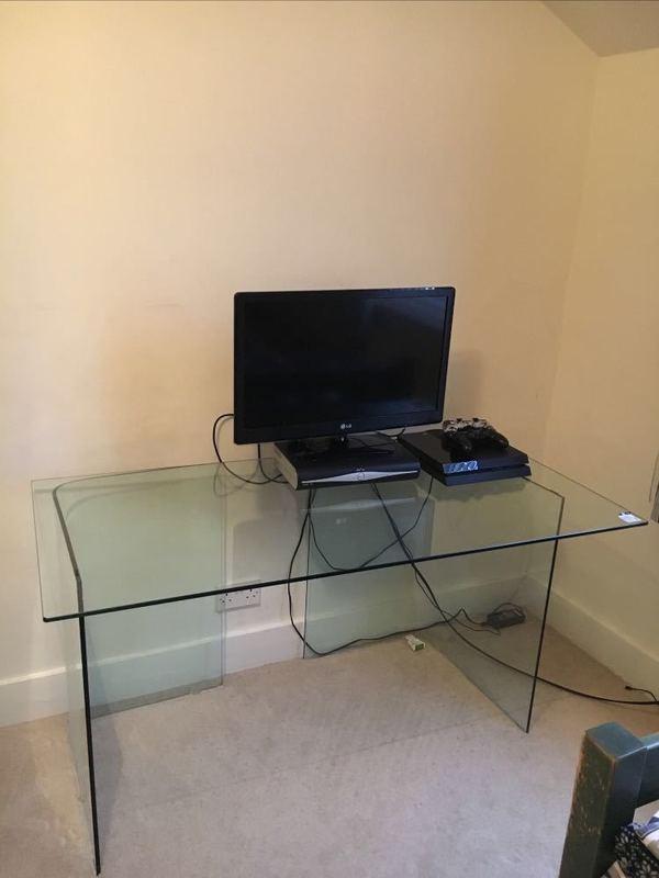 glass desk--89016259.jpg
