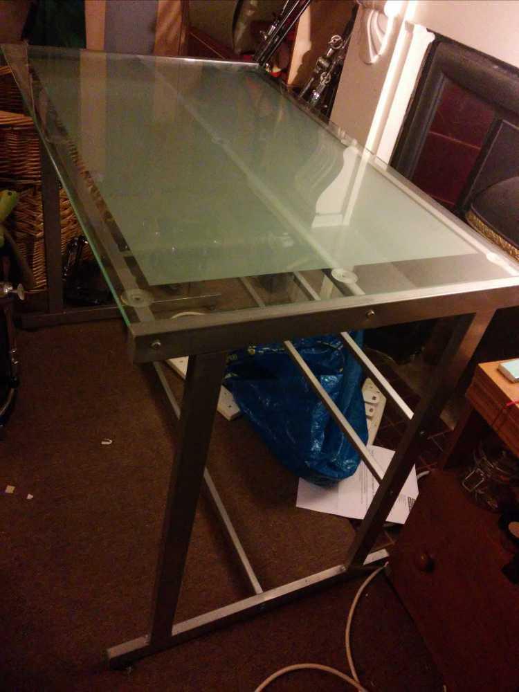 glass desk-01546947.jpg