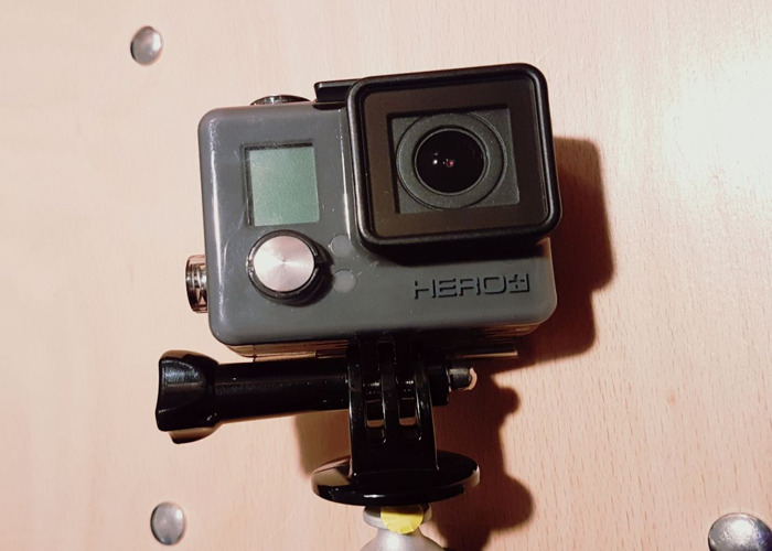gopro hero-camera-with-lcd-touch-screen-14233394.jpg
