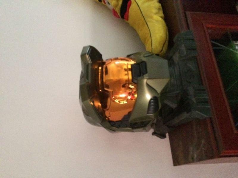 halo helmet-52870646.jpg