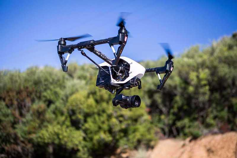 inspire 1-pro-drone--operator-91727757.jpg