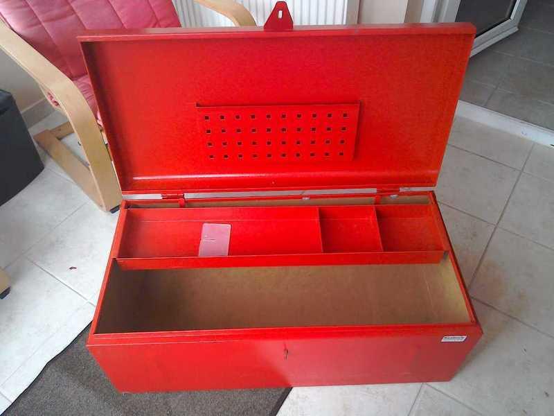 large metal-lockable-tool-box-38374726.jpg