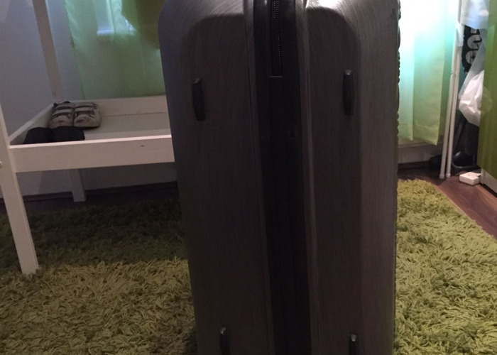 large samsonite-suitcase--00167240.jpg