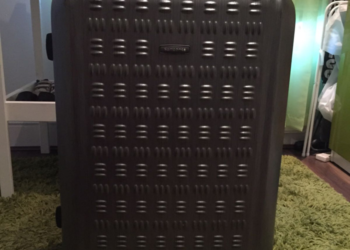 large samsonite-suitcase--96962904.jpg