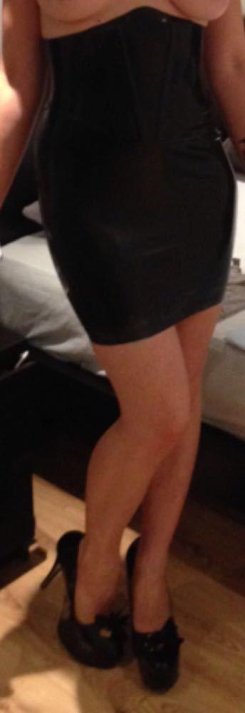 latex skirt-81605258.jpg