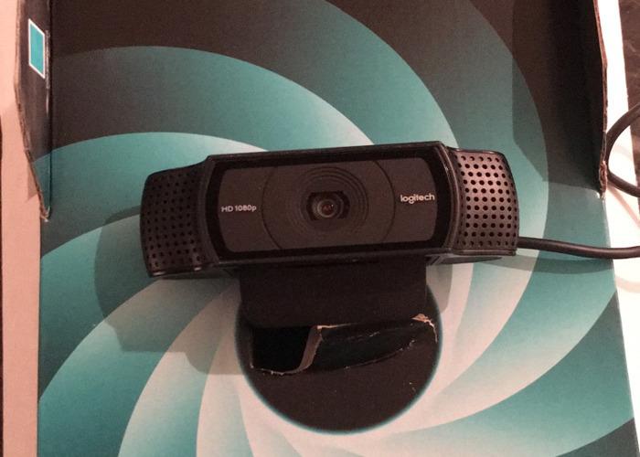 logitech c920-hd-pro-webcam-09232778.jpeg