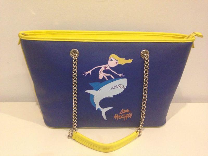 love moschino-handbag--80455626.jpg
