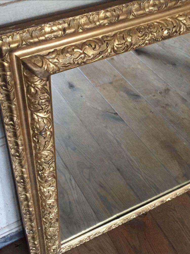 lovely old-mirror-63229337.jpg