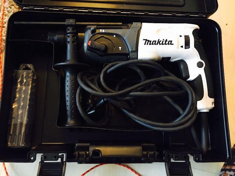 makita hammer-action-sds-drill--81119980.jpg