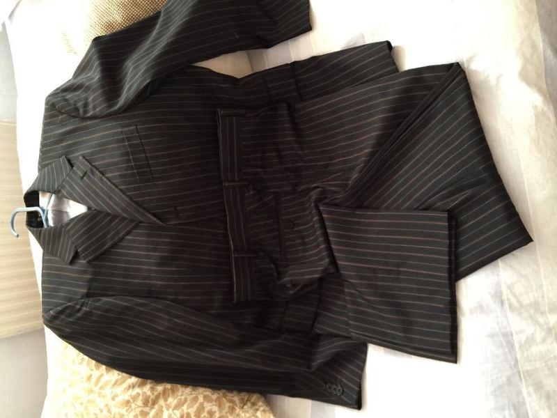 mens suit--25194569.jpg