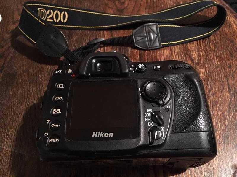 nikon d200-camera-3-lenses-camera-battery-usb-charger-00901799.jpg