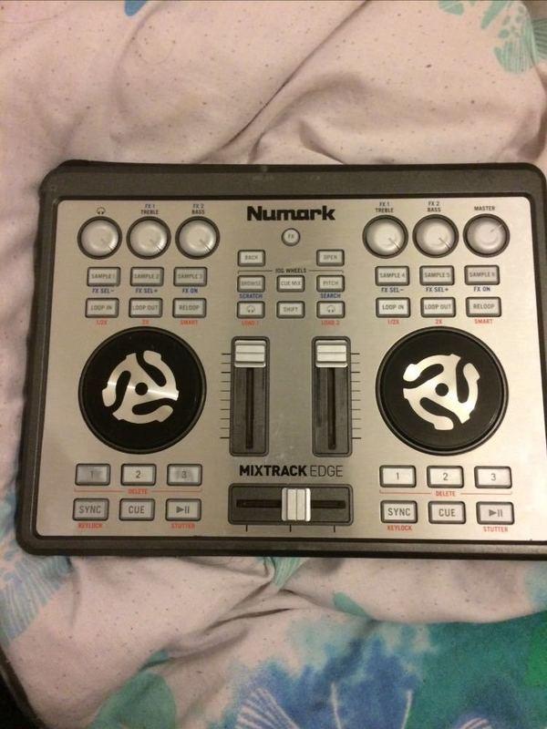 numark mixtrack-edge--21497338.jpg