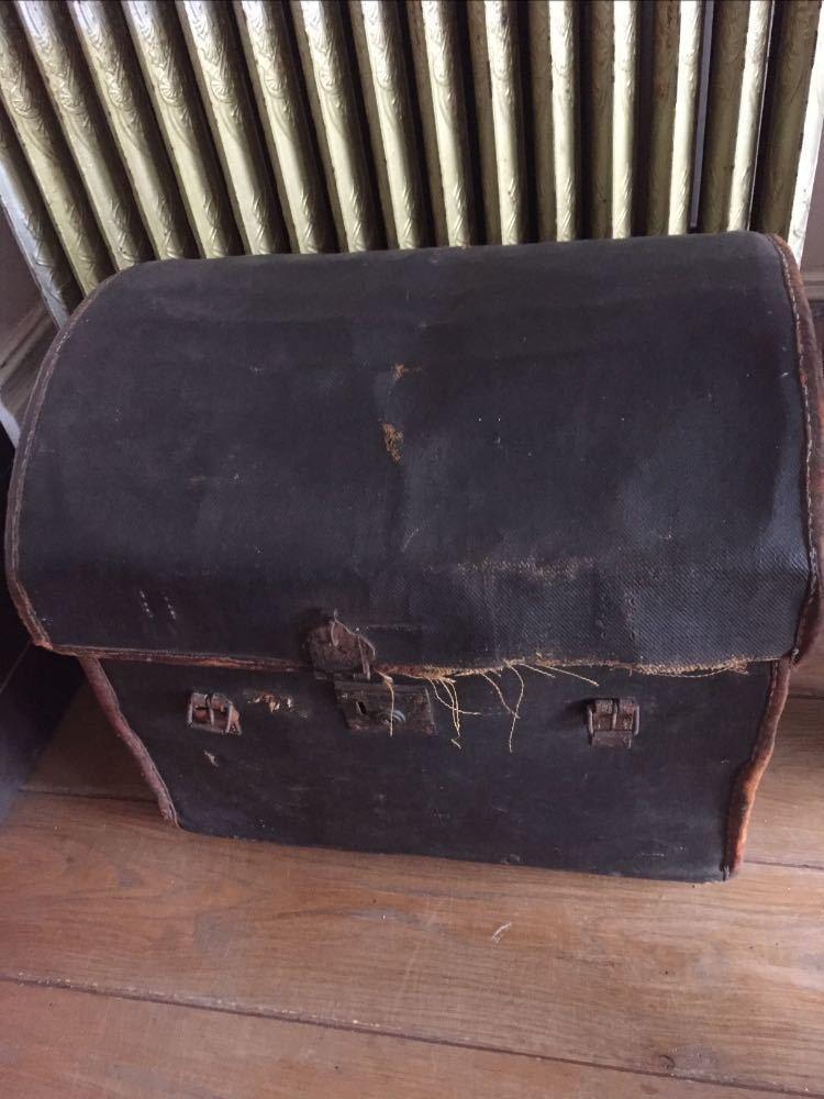 old bugatti-trunk-66004717.jpg