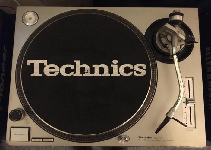 pair of-technics-sl1200-38097132.jpg