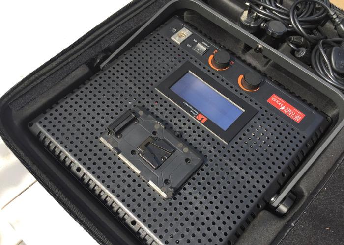 portable led-panel-lights-x-2-daylight--tungston-switchable-45741386.JPG