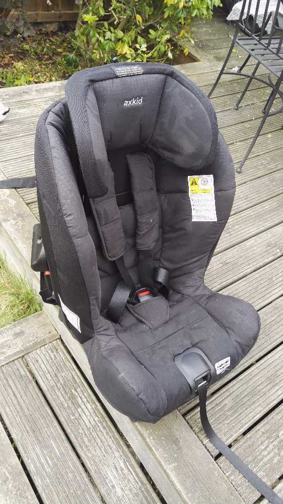 rearfacing carseat-axkid-minikid-black-925kg-88208906.jpg