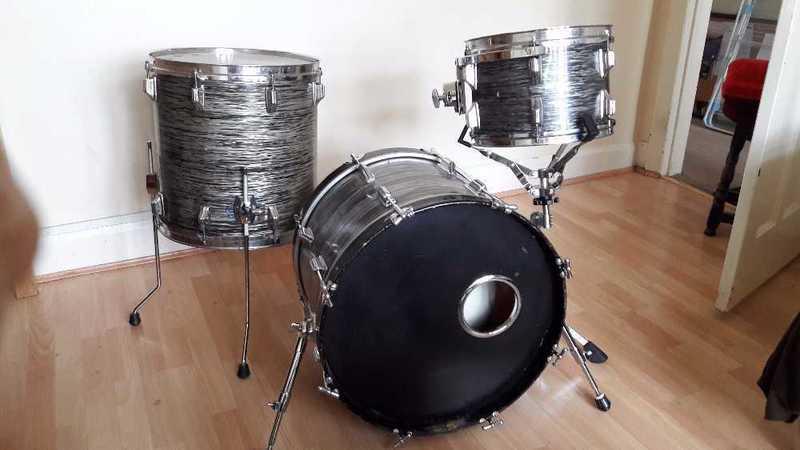 roger late-60-vintage-drum-kit-96188606.jpg