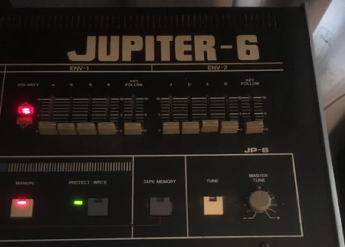 roland jupiter-6-classic-analogue-synth-46110994.JPG