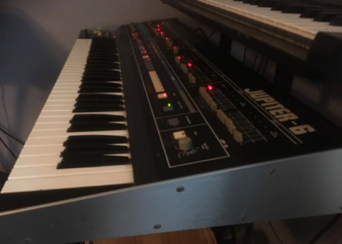 roland jupiter-6-classic-analogue-synth-52517177.JPG