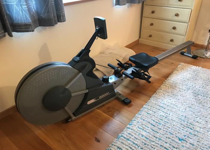 rowing machine-48932295.jpeg