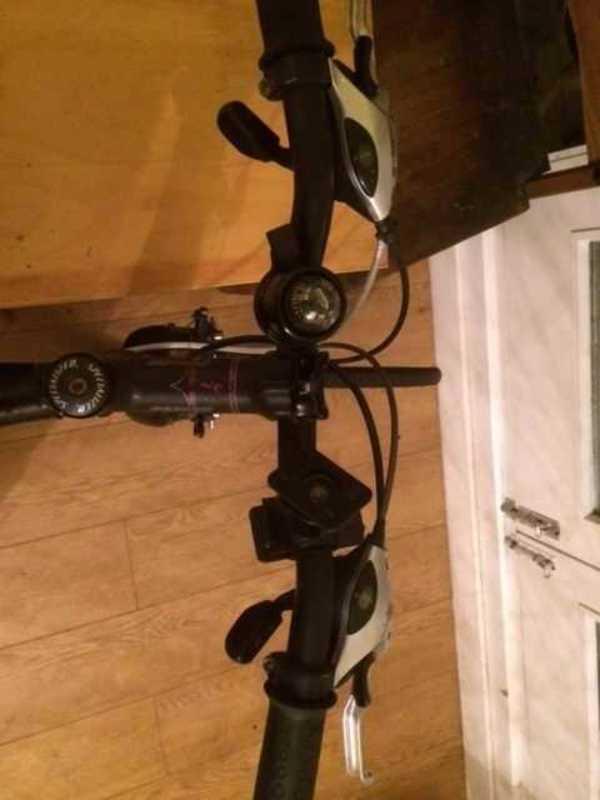 schwinn aluminium-city-bike-78365831.jpg