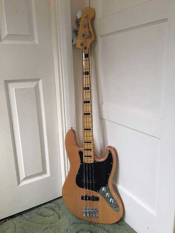 squier by-fender-vintage-modified-70s-jazz-bass-97922023.jpg