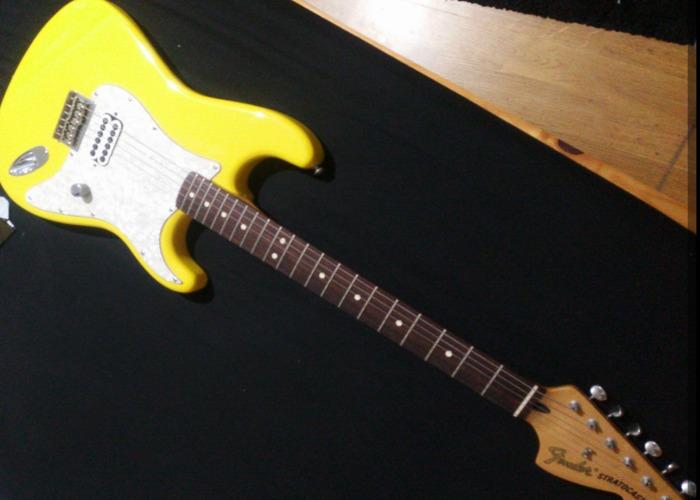 tom delonge-signature-fender-stratocaster-94824062.jpg