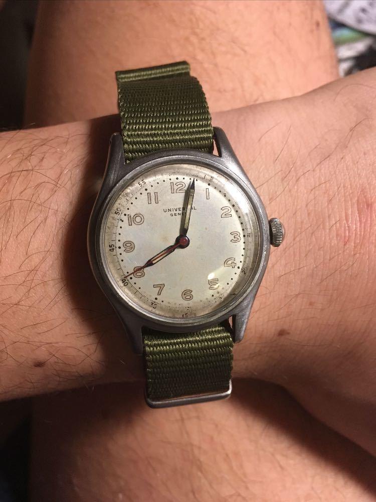 universal genve-vintage-military-watch-34300564.jpg
