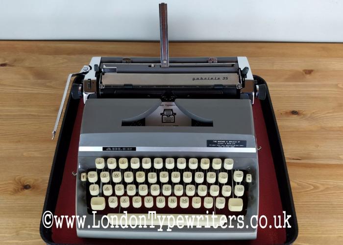 working manual-typewriter-58444512.jpg